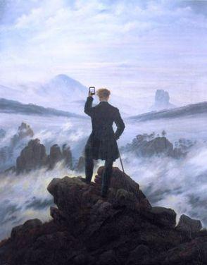 Rivisitazione del Viandante sul mare di nebbia dipinto da Caspar David Friedrich nel 1818