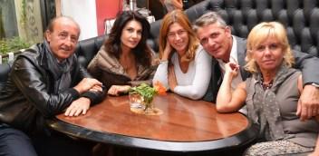 Al centro della foto, Nadia Bengala e Roberta Beta