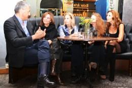 Tina Vannini con i responsabili di Emergenza Sorrisi